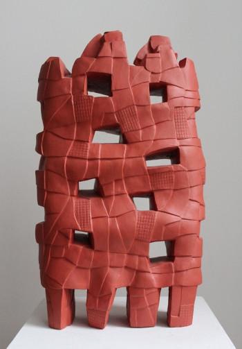 Nr. 10 Errichten 2019 Steinzeug bemalt 45 x 27 x 10 cm