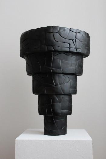 Nr. 4 Schwarzes Loch 2020 Steinzeug bemalt 46 x 32 x 23 cm