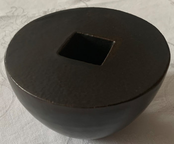 Nr. 3 Kleine dunkle Schale Glasur Gesteinsmehl