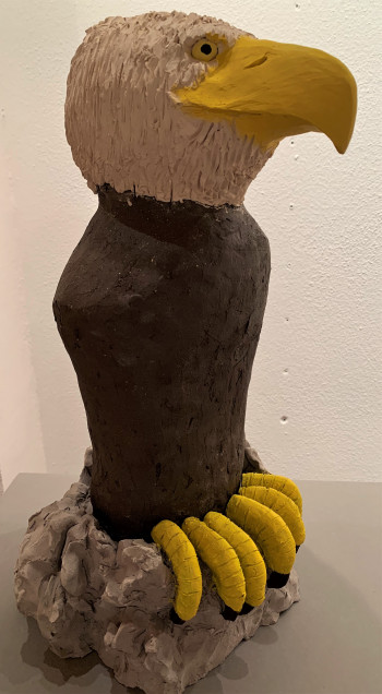 Nr. 11 Kleiner Adler 2021 Verschiedene Keramik bemalt 45 x 25 x 20 cm