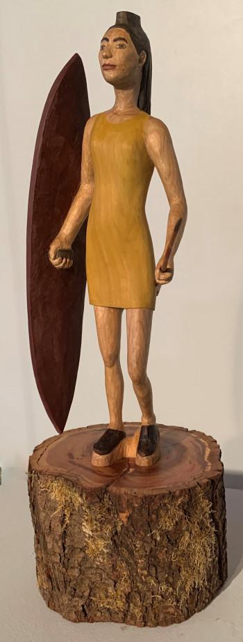 Nr. 6a Javelin Hunter 2021 H 35,5 cm mit Sockel 48 cm Kirschbaum Sockel Zwetschge