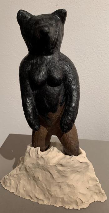 Nr. 9 Eisenbär im Schneeberg 2021 Verschiedene Keramik H 35 cm
